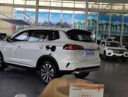 荣威rx5 max-看了这么久,没人订四驱,是咋回事? suv,四驱不香么????两驱不稳!! 上海地区,准备团购四驱订车,要没有要一起的???